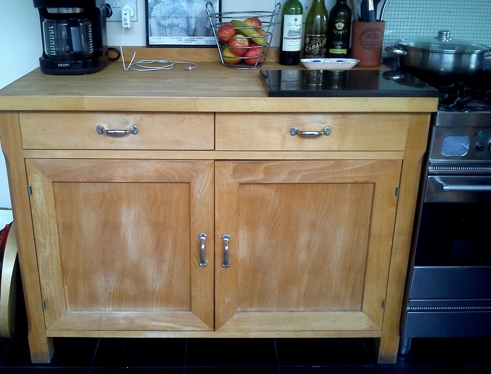 The original 'tired looking' kitchen cabinets